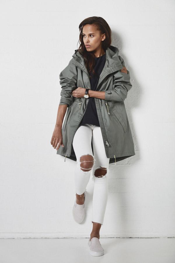 Makia — dámská nepromokavá parka s kapucí — dlouhá jarní bunda — jaro 2018 — dámské oblečení