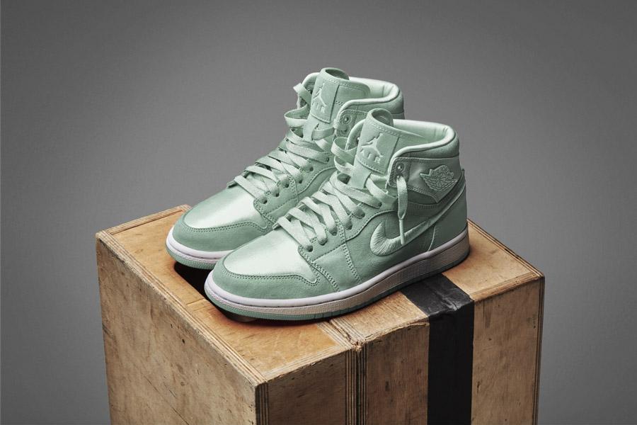 Nike Air Jordan 1 Retro High — kotníkové boty — dámské tenisky — světle zelené — women's sneakers — light green