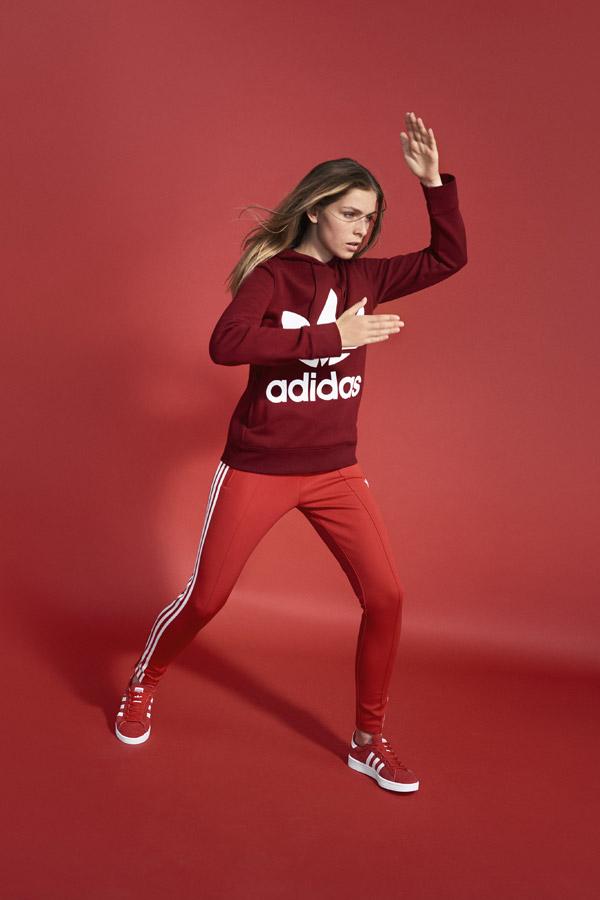 adidas Originals adicolor — dámská červená mikina s kapucí — dámské červené tepláky, legíny — červené tenisky Campus — sportovní oblečení — jaro/léto 2018 — spring/summer — sportswear