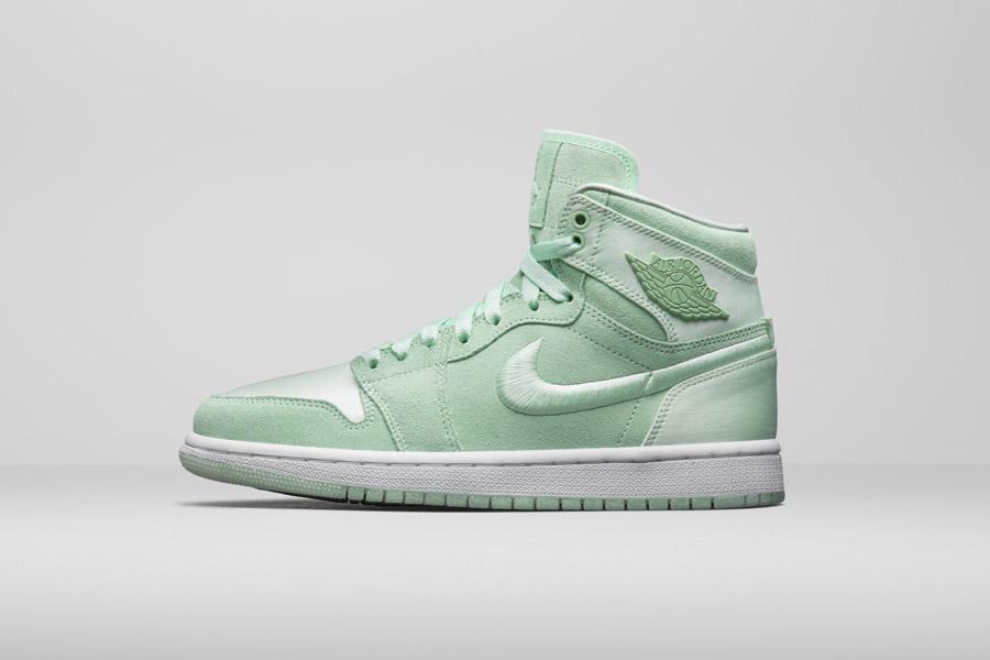 Nike Air Jordan 1 Retro High — dámské kotníkové boty — tenisky — světle zelené — women's sneakers — light green