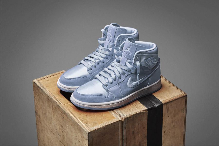 Nike Air Jordan 1 Retro High — dámské kotníkové boty — tenisky — světle modré — women's sneakers — light blue