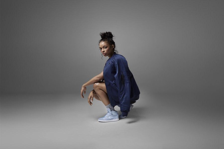 Nike Air Jordan 1 Retro High — kotníkové boty — dámské tenisky — světle modré — women's sneakers — light blue