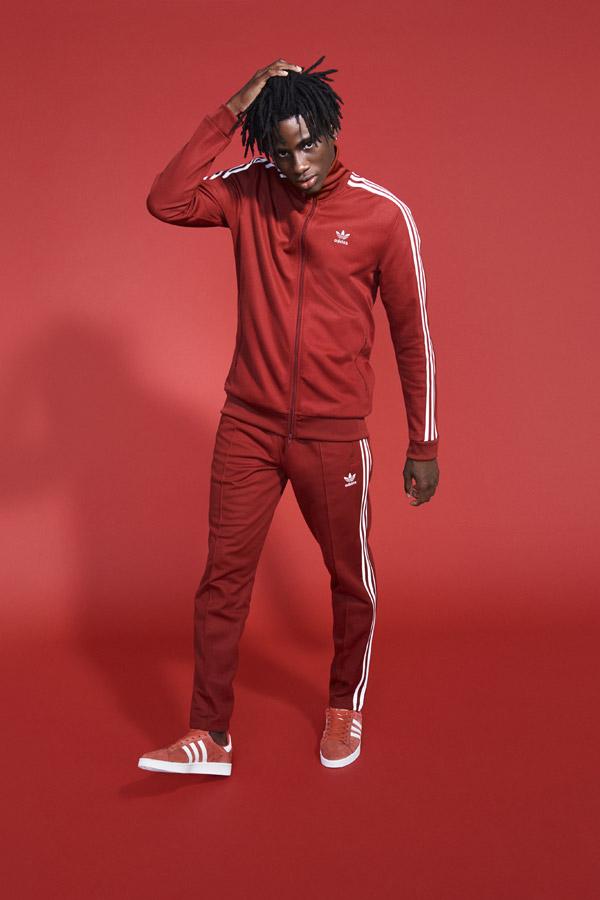 adidas Originals adicolor — pánská červená sportovní bunda — pánské červené tepláky — červené boty Campus — sportovní oblečení — jaro/léto 2018 — spring/summer — sportswear
