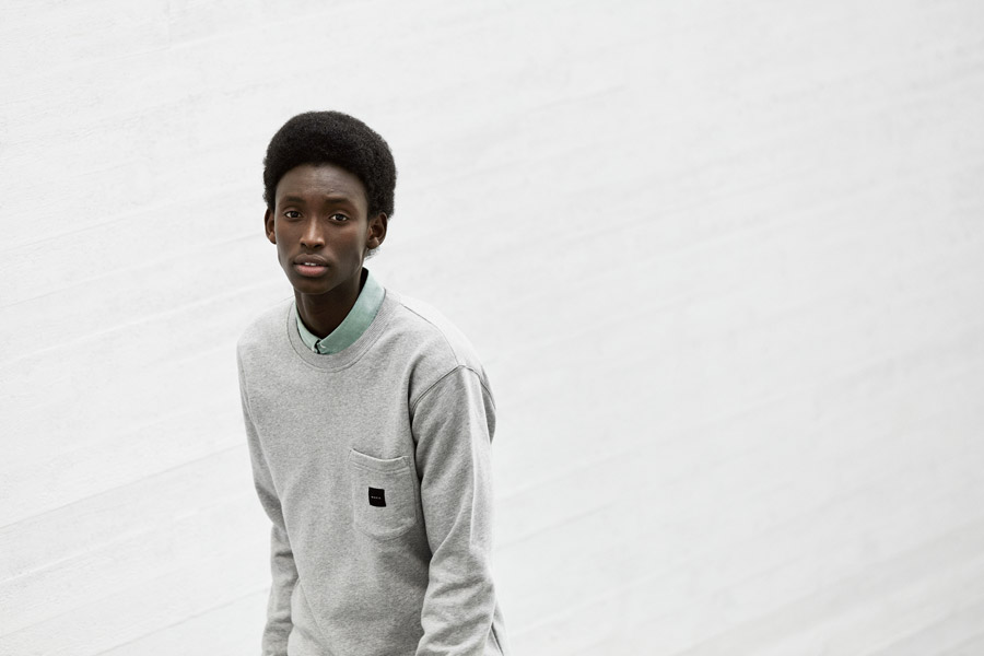 Makia — pánská šedá mikina s kapsičkou — melírová — jaro 2018 — pánské oblečení