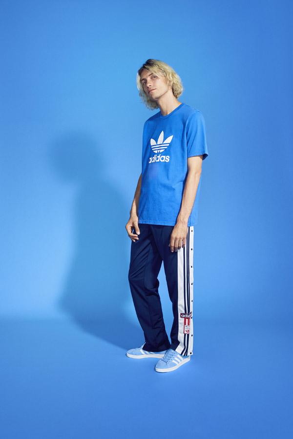 adidas Originals adicolor — pánské modré tričko — pánské modré tepláky na s druky na boku — modré boty Campus — sportovní oblečení — jaro/léto 2018 — spring/summer — sportswear