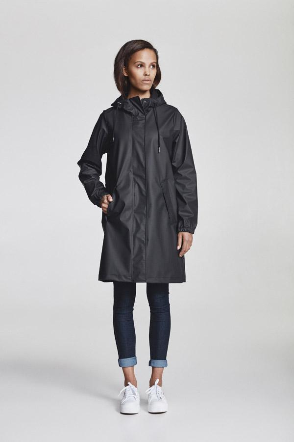 Makia — černá dámská nepromokavá parka s kapucí — jarní bunda — pršiplášť — jaro 2018 — dámské oblečení