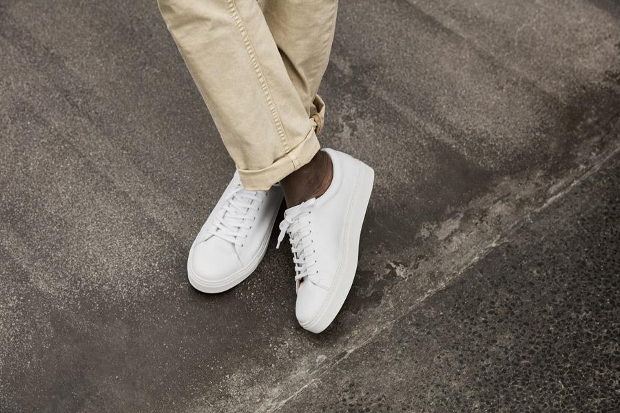 Makia — bílé tenisky — boty — pánské — jaro 2018 — pánské oblečení
