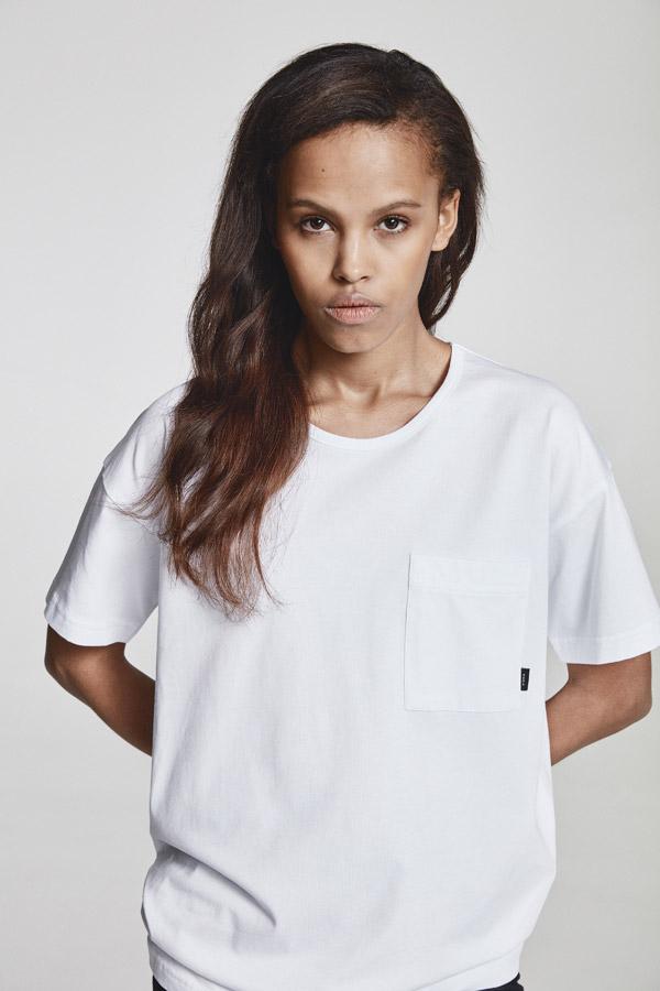 Makia — dámské bílé tričko s kapsičkou — jaro 2018 — dámské oblečení