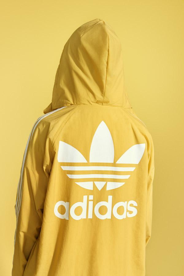 adidas Originals adicolor — žlutá sportovní bunda s kapucí — yellow hooded jacket — sportovní oblečení — jaro/léto 2018 — spring/summer — sportswear