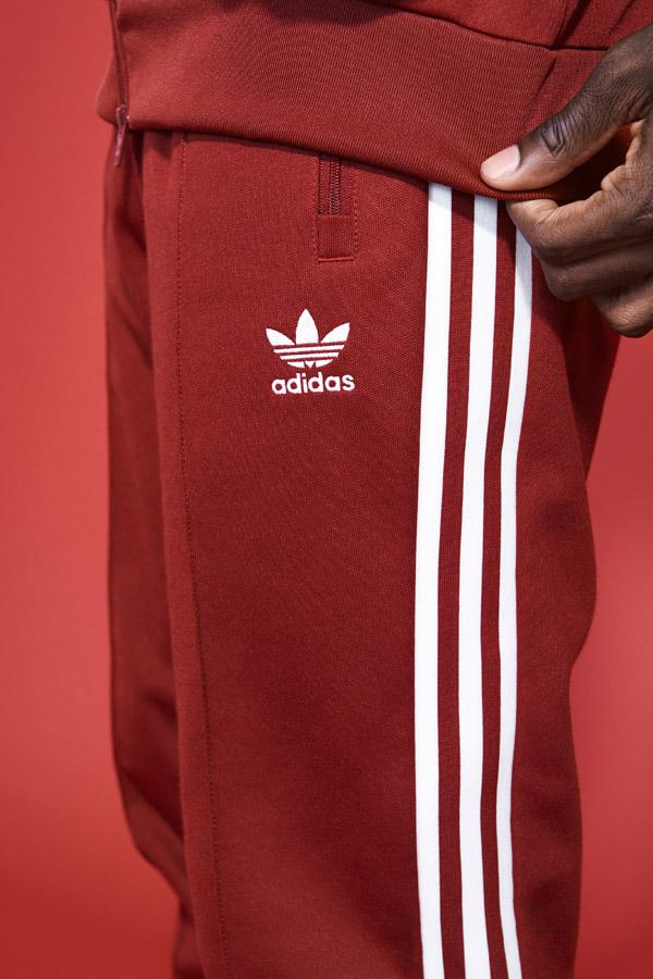 adidas Originals adicolor — pánské červené tepláky — red men's tracksuit — sportovní oblečení — jaro/léto 2018 — spring/summer — sportswear