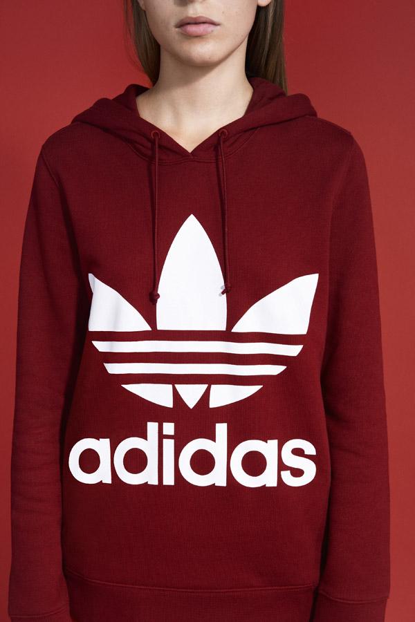 adidas Originals adicolor — dámská červená mikina s kapucí — women's red hooded sweatshirt — sportovní oblečení — jaro/léto 2018 — spring/summer — sportswear