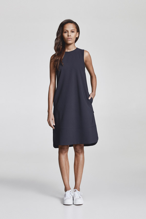 Makia — minimalistické dámské jarní šaty ke kolenům — tmavě modré — jaro 2018 — dámské oblečení