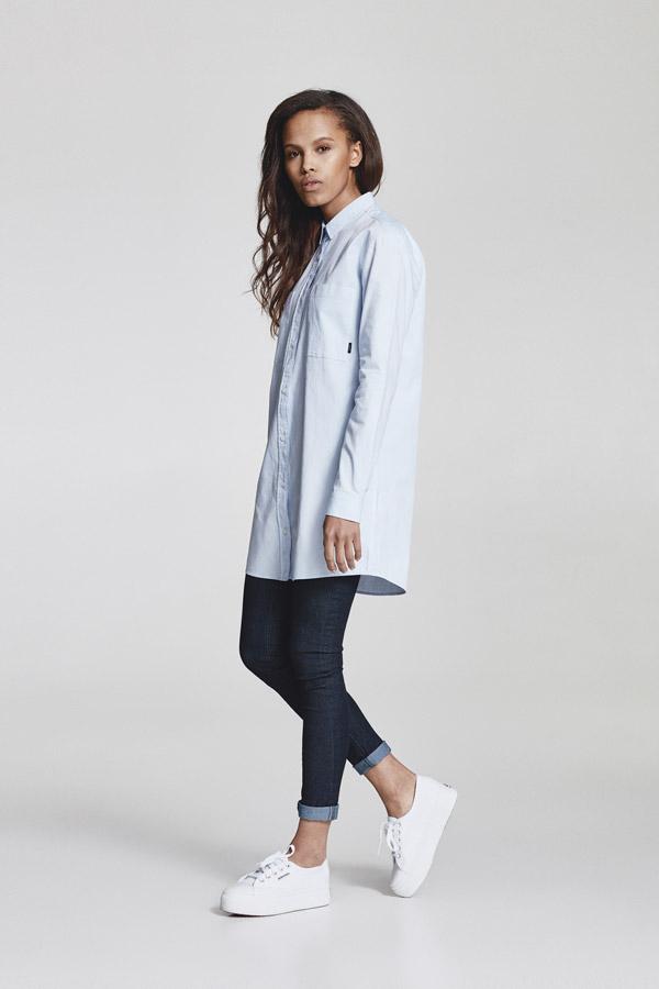 Makia — dlouhá dámská košile s dlouhými rukávy — světle modrá — jaro 2018 — dámské oblečení