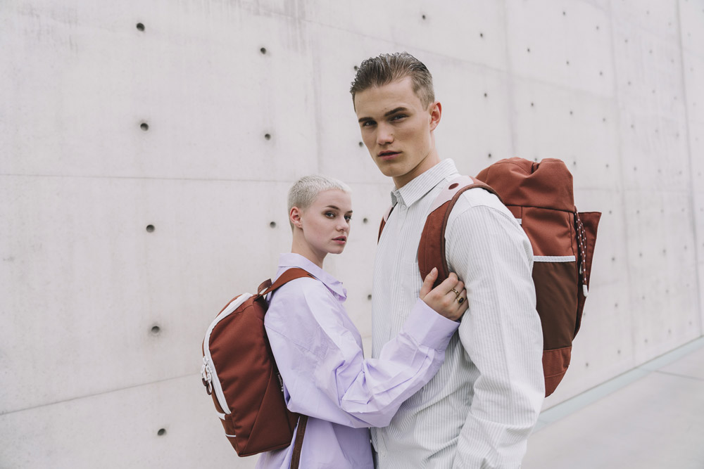 Pinqponq — červený batoh Cubik — červený batoh Blok — sustainable batohy recyklované z PET lahví — backpacks — jaro/léto 2018