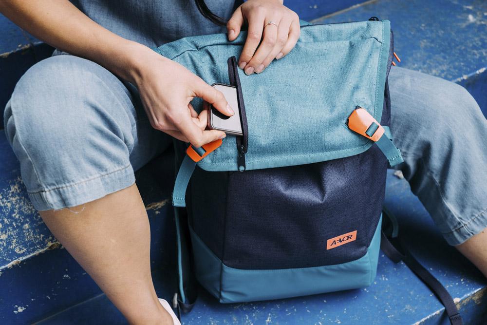 Aevor — Daypack — modrý batoh recyklovaný z PET lahví — sustainable backpack — jaro/léto 2018