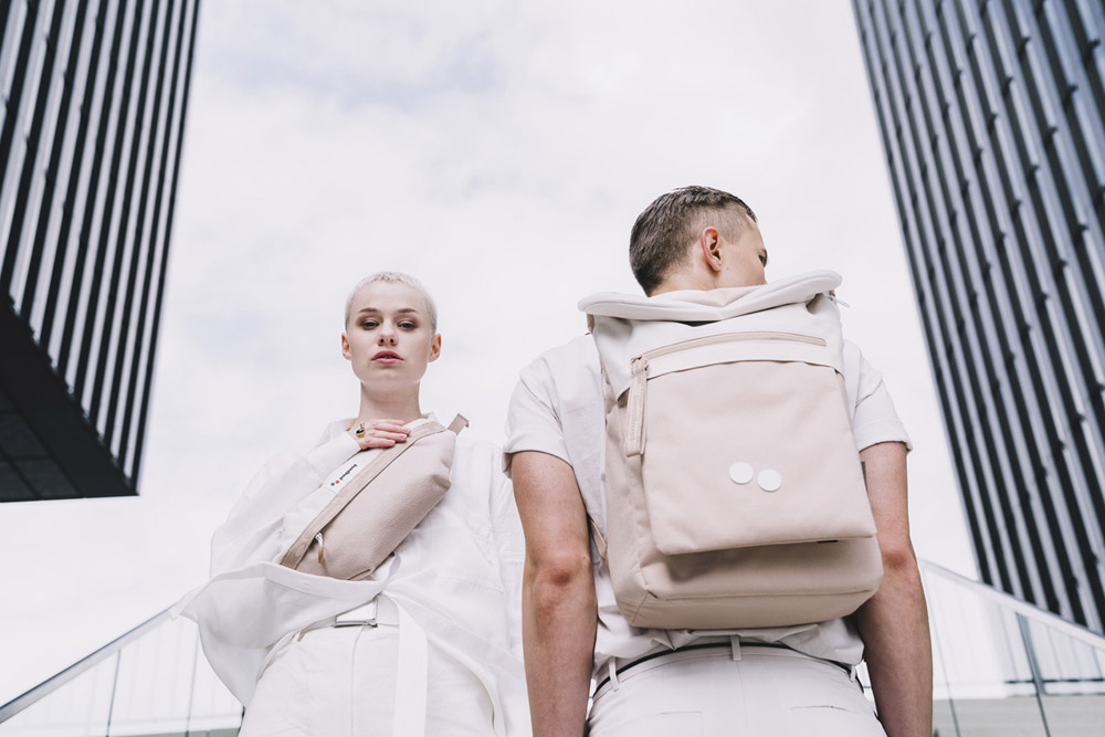Pinqponq — béžový batoh Klak — béžová ledvinka Brik — backpack, hip pack — jaro/léto 2018