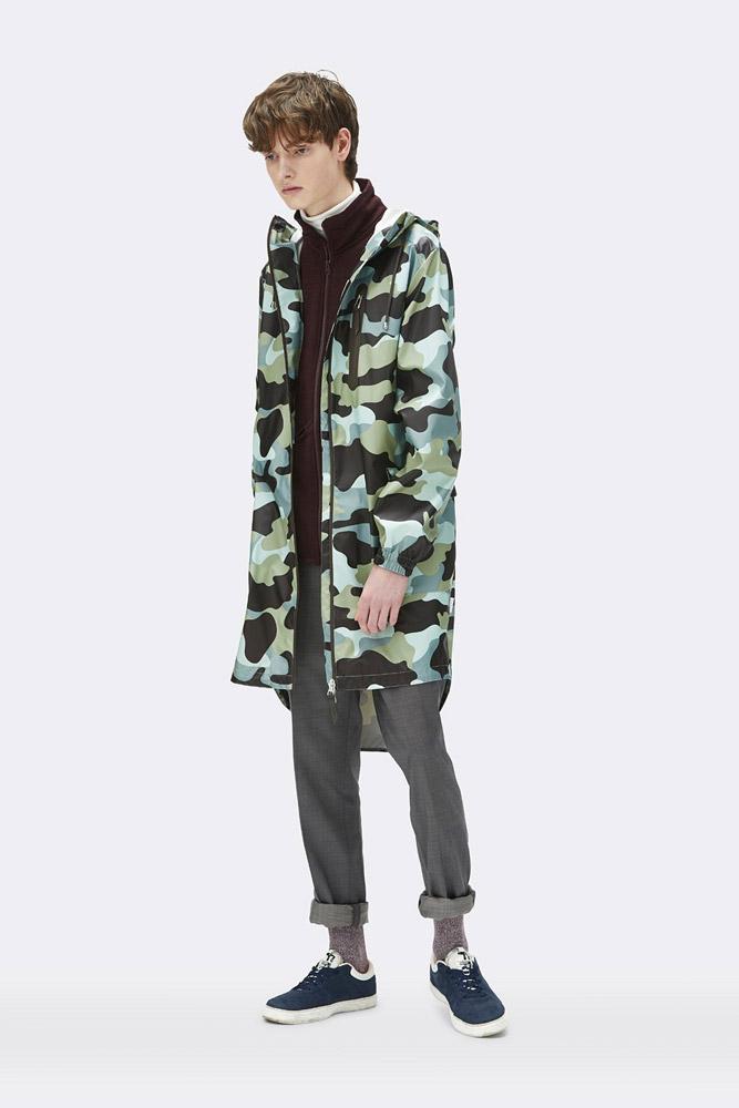 Rains — maskáčová nepromokavá parka s kapucí — pršiplášť — dlouhá bunda — pánská — zelená, modrá — raincoat, rain jacket, camo — jaro/léto 2018