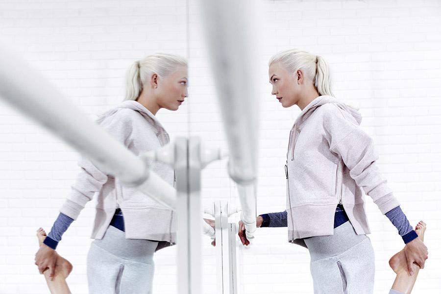 adidas x Stella McCartney — dámská mikina na zip s kapucí — sportovní oblečení — jaro/léto 2018