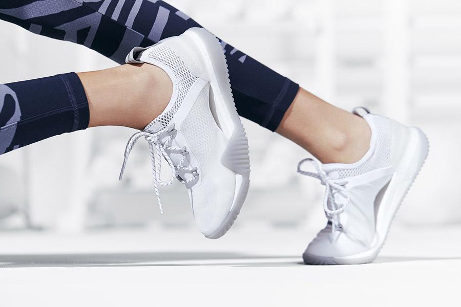 adidas x Stella McCartney — dámské boty PureBOOST X TR 3.0 — bílé — sportovní oblečení — jaro/léto 2018