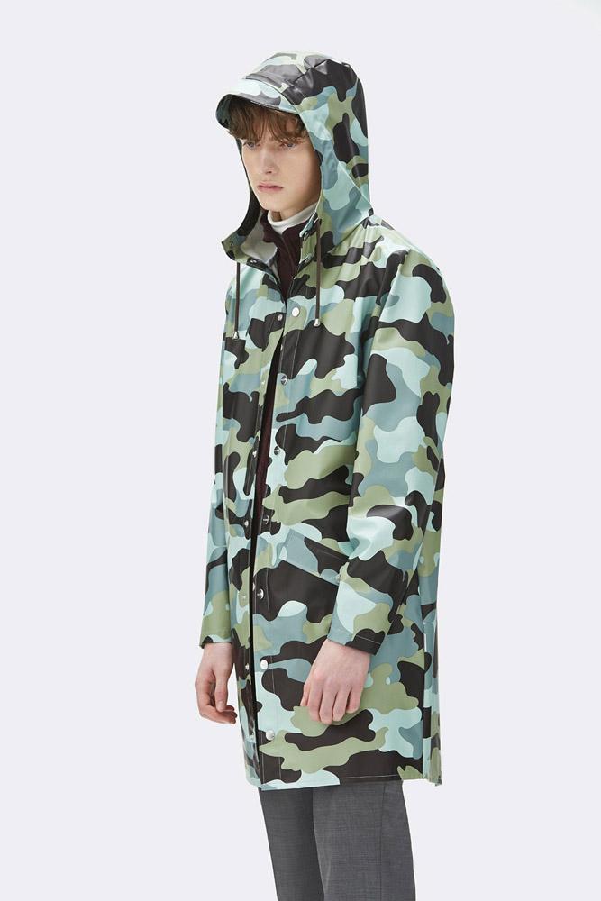 Rains — pršiplášť — maskáčová nepromokavá bunda s kapucí — dlouhá parka — pánská — zelená, modrá — raincoat, rain jacket, camo — jaro/léto 2018