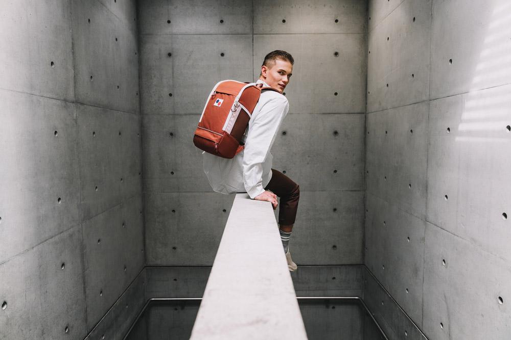 Pinqponq — Cubik Medium — červeno-oranžový batoh recyklovaný z PET lahví — backpack — jaro/léto 2018