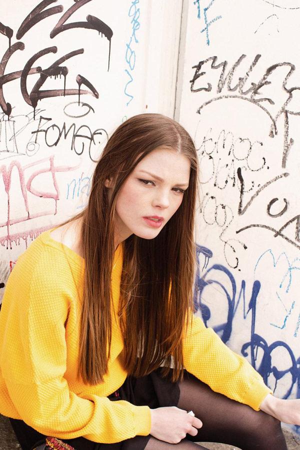 Iriedaily — dámský jarní svetr — dámská žlutá strukturovaná mikina — lookbook — jaro 2018
