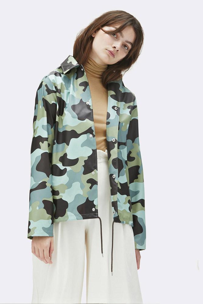 Rains — krátká nepromokavá maskáčová bunda bez kapuce — dámská — zelená, modrá — rain jacket, camo — jaro/léto 2018