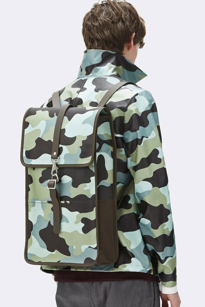 Rains — nepromokavý maskáčový batoh — zelený, modrý — rain backpack, camo — jaro/léto 2018