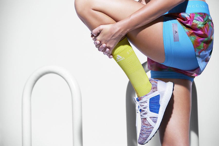 adidas x Stella McCartney — dámské běžecké boty UltraBOOST X — barevné — sportovní oblečení — jaro/léto 2018