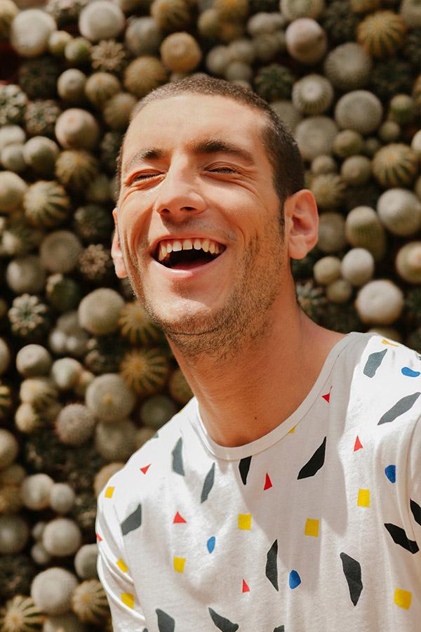Thinking MU — pánské bílé tričko — barevné skvrny — sustainable fashion — udržitelná móda — jaro/léto 2018