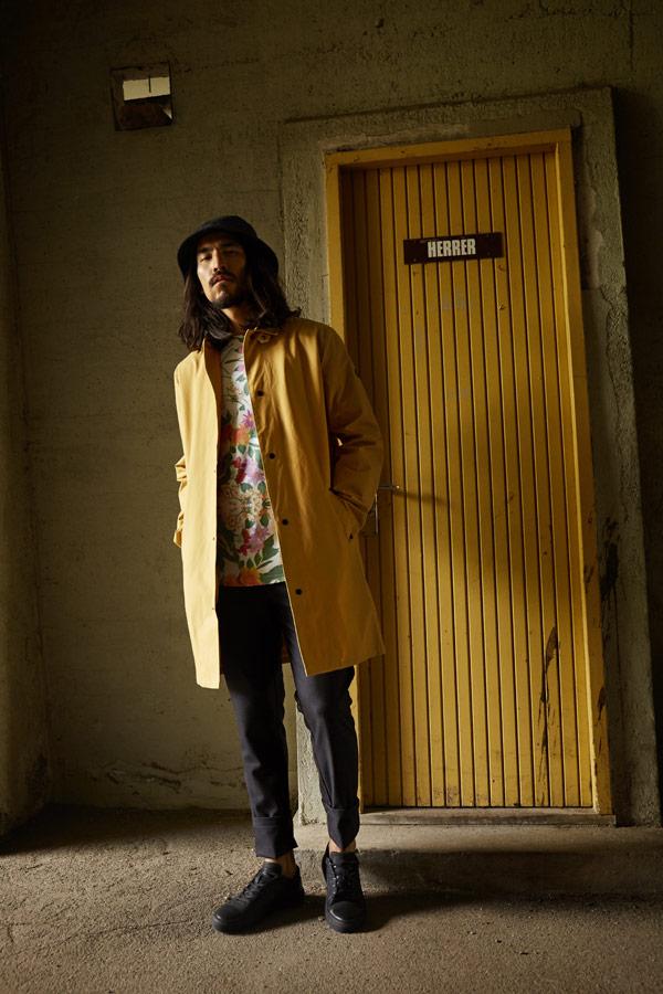 RVLT — pánský žlutý/béžový jarní kabát — šedé kalhoty — jarní/letní oblečení — pánská móda — Revolution