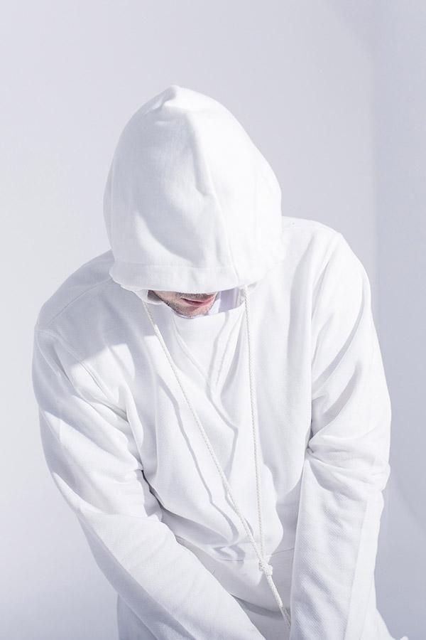 Phenotype — dlouhá mikina s kapucí — nezapravené konce — bílá — pánská
