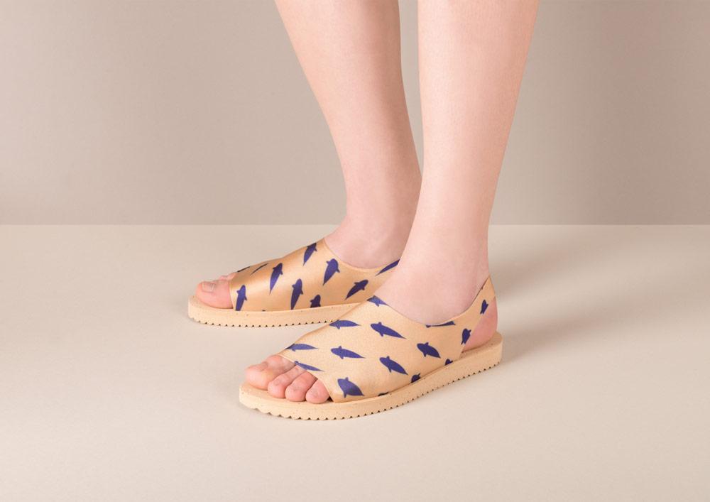 PLOVE — dámské sandály s rybkami — zlaté — sandálky