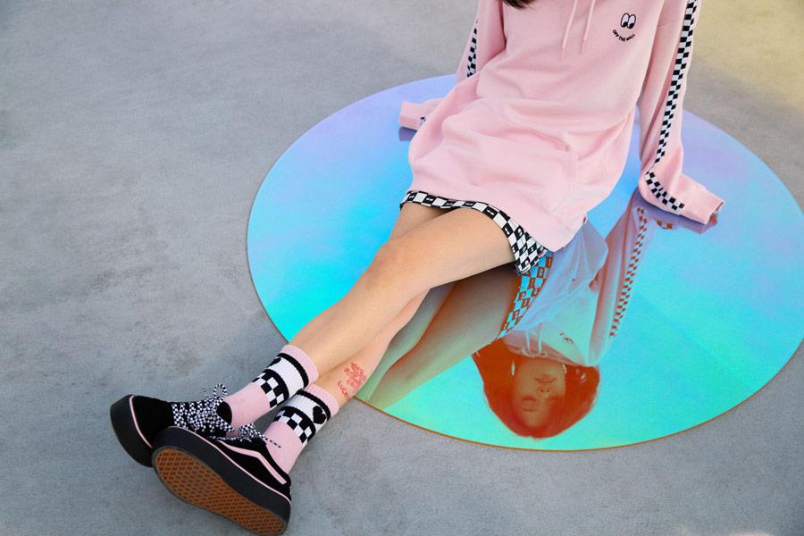 Vans x Lazy Oaf — černé boty Old Skool Platform — dámská růžová mikina s kapucí Of The Wall Lazy Hodie — vysoké ponožky