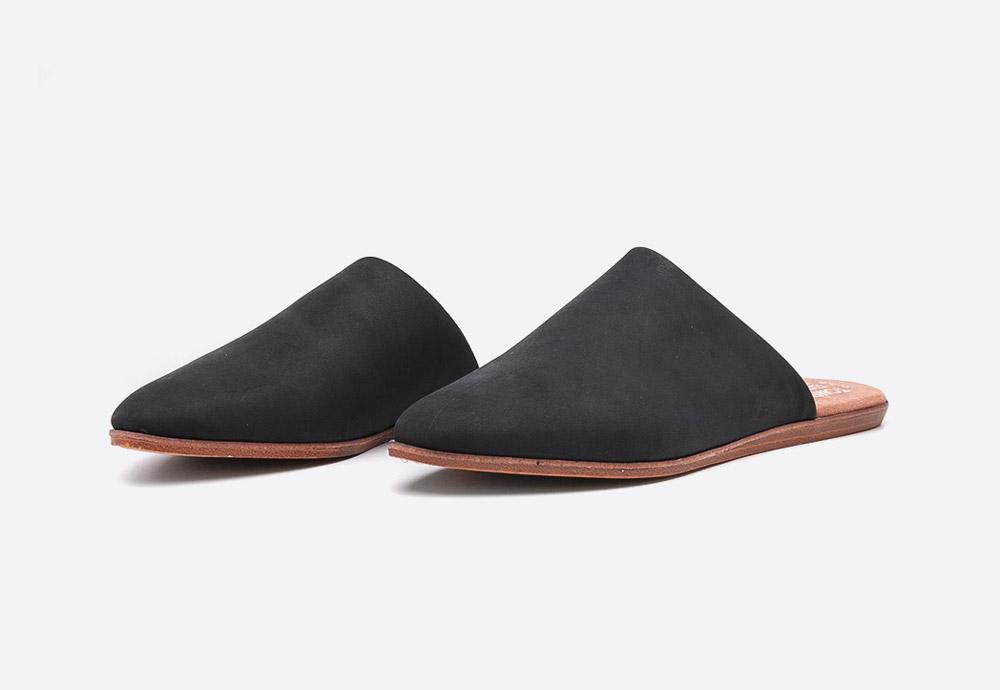 Toms Jutti Mules — letní dámské pantofle — uzavřené nazouváky — černé