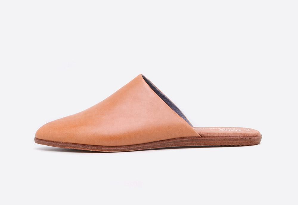 Toms Jutti Mules — letní dámské pantofle — uzavřené nazouváky — hnědé
