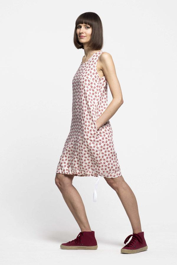 K.BANA — tílkové dámské letní šaty nad kolena ze lnu — červený vzor, vlaštovky