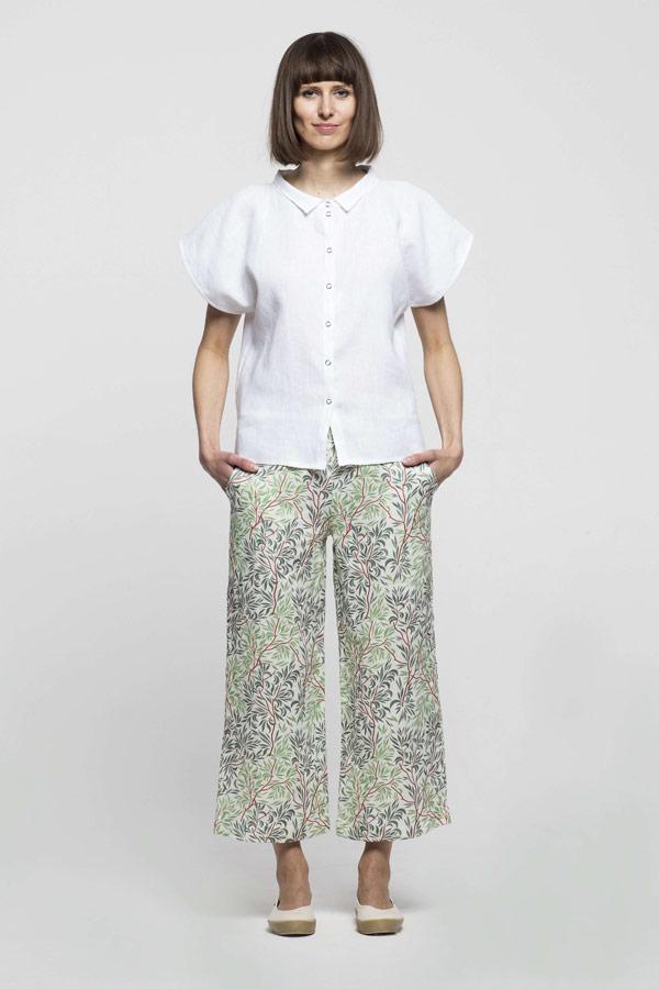 K.BANA — dámská bílá halenka s krátkým rukávem — dámské lněné kalhoty se vzorem stromů