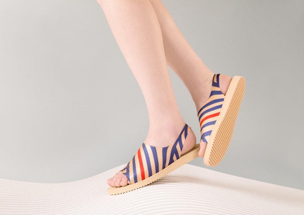 PLOVE — dámské sandály — zlaté s modrými linkami — sandálky