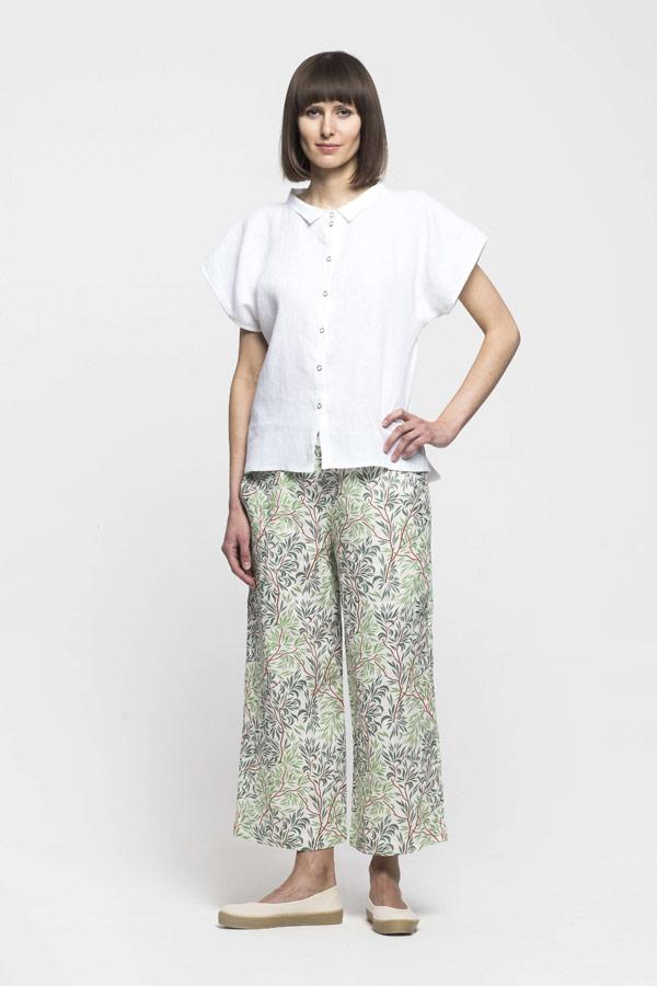 K.BANA — dámské lněné kalhoty se vzorem stromů — dámská bílá halenka s krátkým rukávem