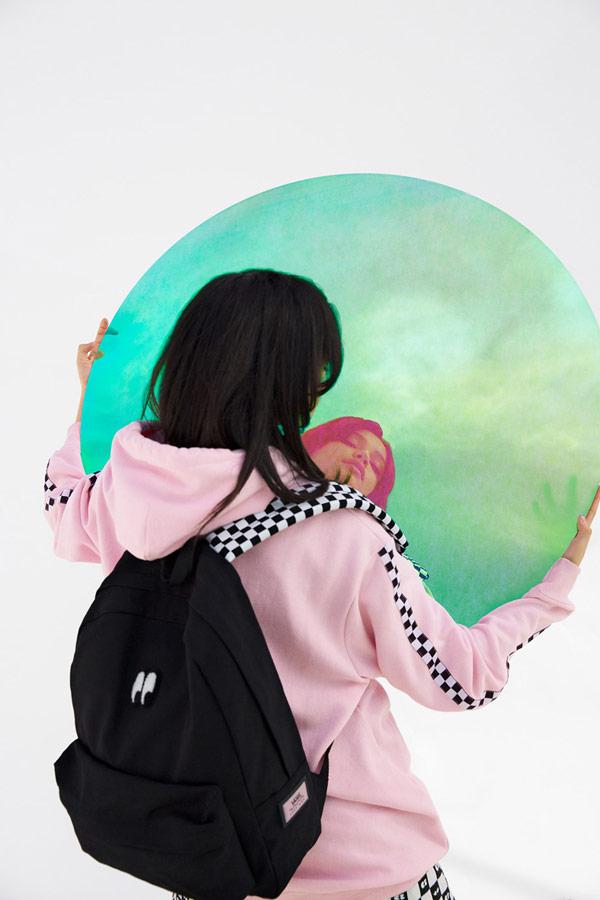 Vans x Lazy Oaf — černý batoh Eyeball Backpack — dámská růžová mikina s kapucí Of The Wall Lazy Hodie