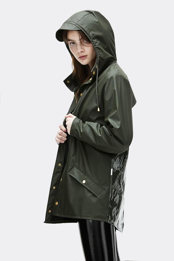 Rains — dámská nepromokavá bunda s kapucí — tmavě zelená — dámský pršiplášť — womens rain jacket — Expressions