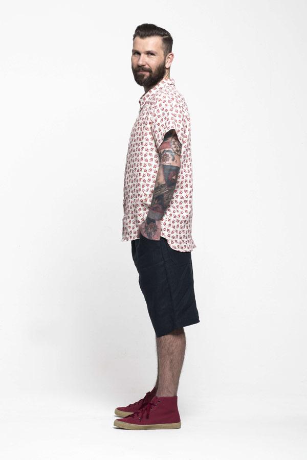 K.BANA — pánská lněná košile s krátkým rukávem se vzorem vlaštovek — pánské modré lněné šortky pod kolena