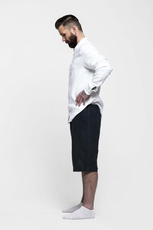 K.BANA — bílá pánská lněná košile s dlouhým rukávem — pánské modré lněné šortky pod kolena