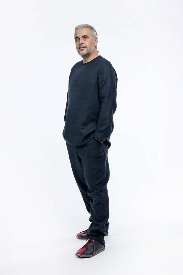 K.BANA — pánská tmavě modrá košile s dlouhým rukávem bez zapínání a límce — pánské tmavě modré lněné kalhoty