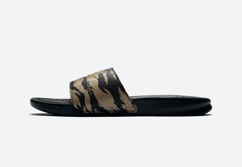 Nike Benassi — pánské pantofle — maskáčové