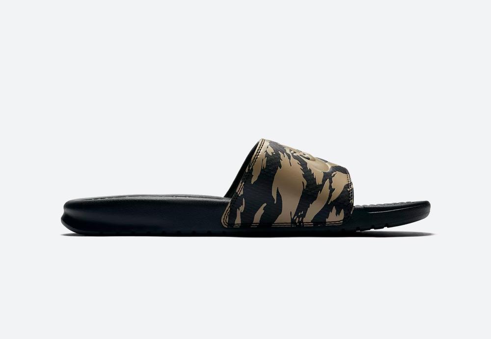 Nike Benassi JDI — pánské pantofle — maskáčové — hnědé — nazouváky — mens camo slides