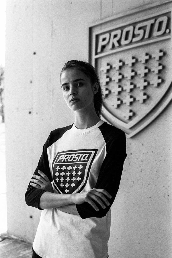 Prosto — dámské tričko s potiskem s dlouhými rukávy — černo-bílé