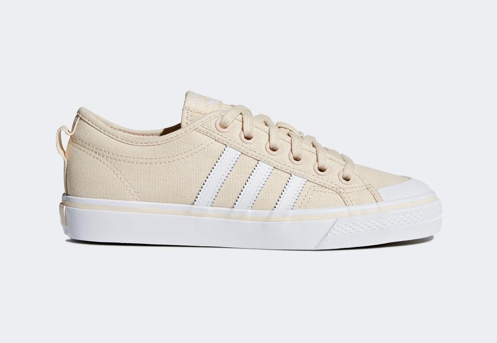 adidas Originals Nizza — plátěné tenisky — kecky — béžové — dámské — boty — sneakers