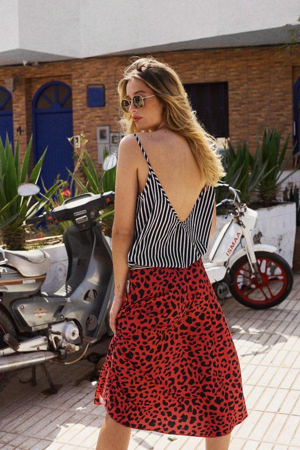 Femi Stories — dámské letní leopardí šaty, červené — proužkované černo-bílé